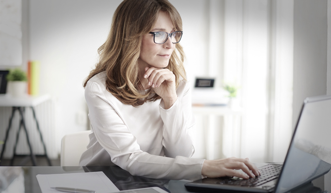 Woman growing her business on the computer